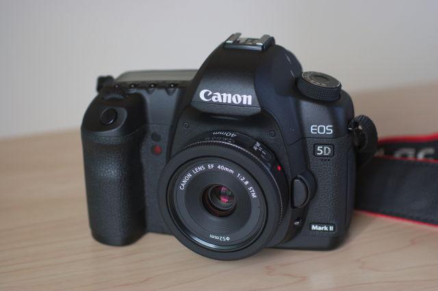 EF40mm F2.8 STMを取り付けたEOS 5D 正面