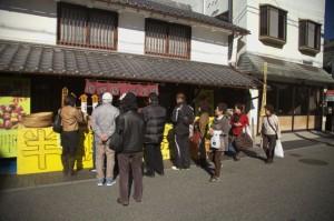 篠山2-商店街は結構な人出